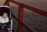아기띠 놔두고 왜 유모차 끌고 나왔냐고?