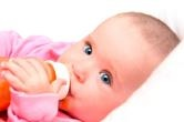 1살 전 아기, 과일 주스 먹이지 마세요!